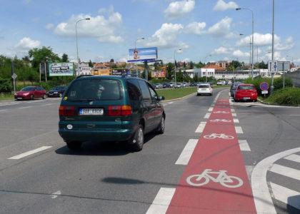 Cyklopruhy na hlavních ulicích? Než budou kvalitní cyklostezky, potřebujeme je