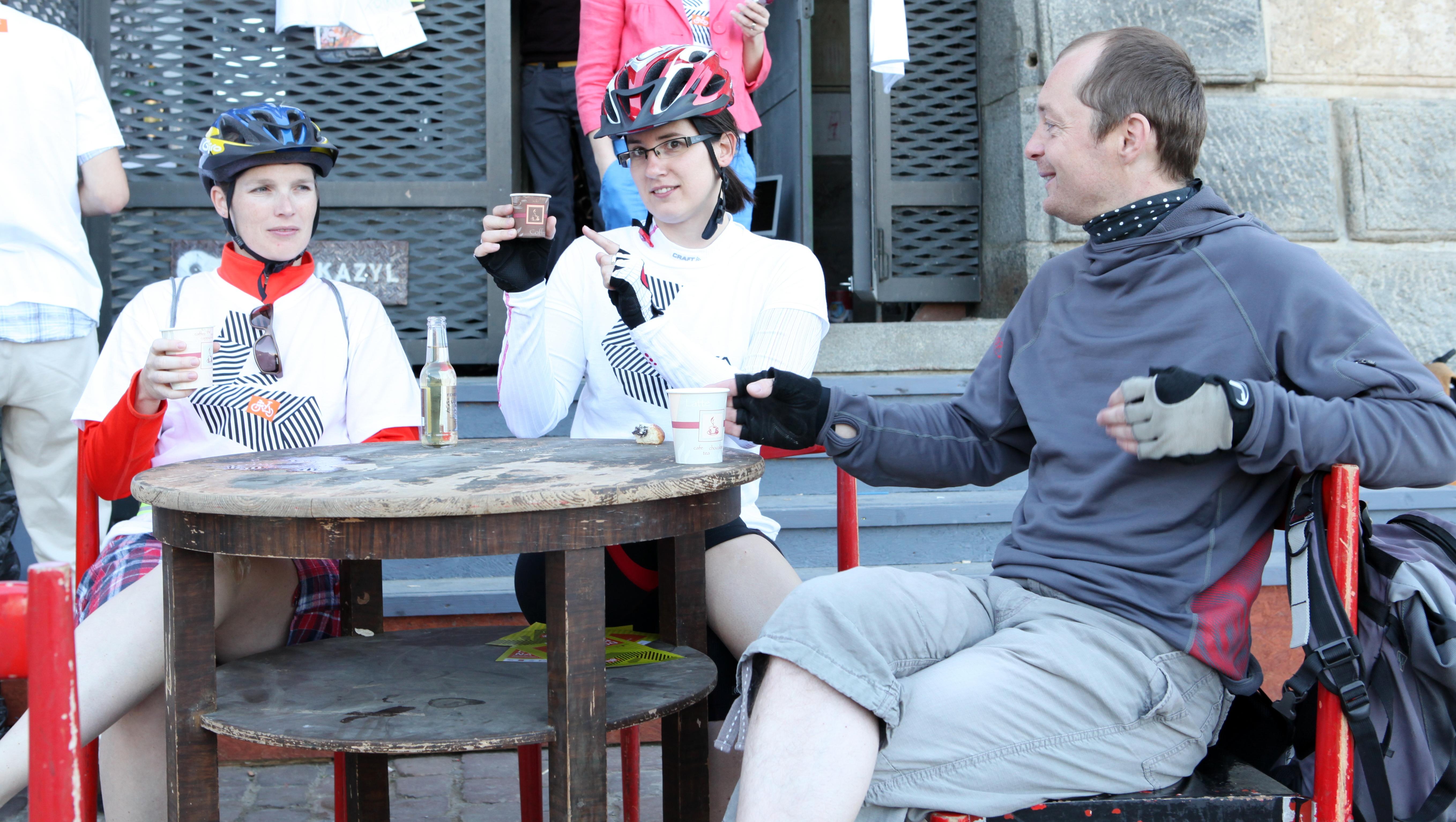 Cestující do práce na kole dostanou zdarma ranní kávu